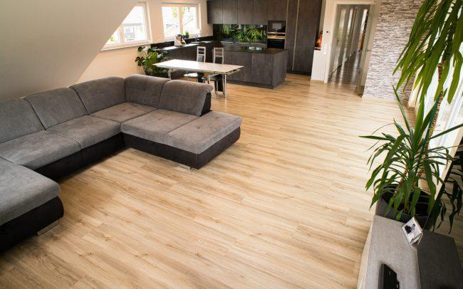 durchgehender Vinylboden im Wohnbereich